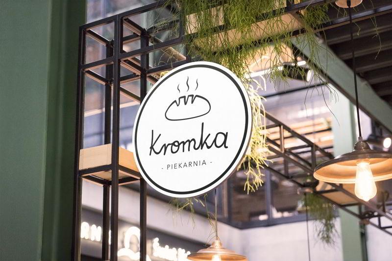 Logo - Piekarnia Kromka na szyldzie